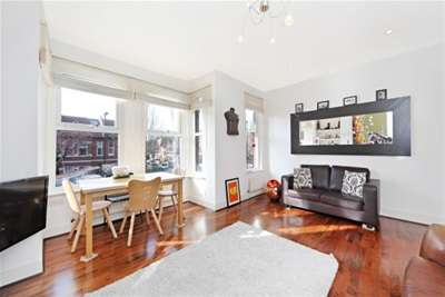 2 Bedrooms Flat for rent in The Avenue, Chiswick