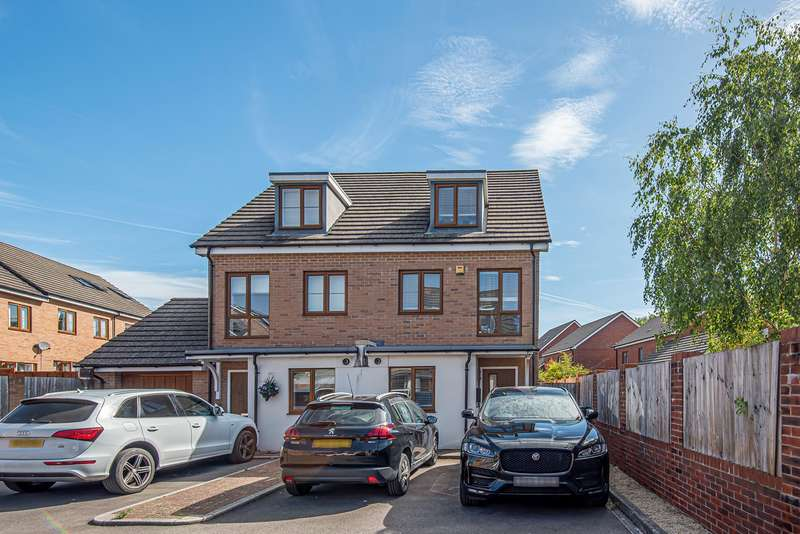 3 Bedrooms Town House for sale in Highpath Way, Rooksdown, Basingstoke, RG24
