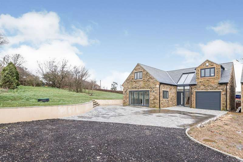 3 Bedrooms Detached House for sale in Carr Mount, Huddersfield, HD5