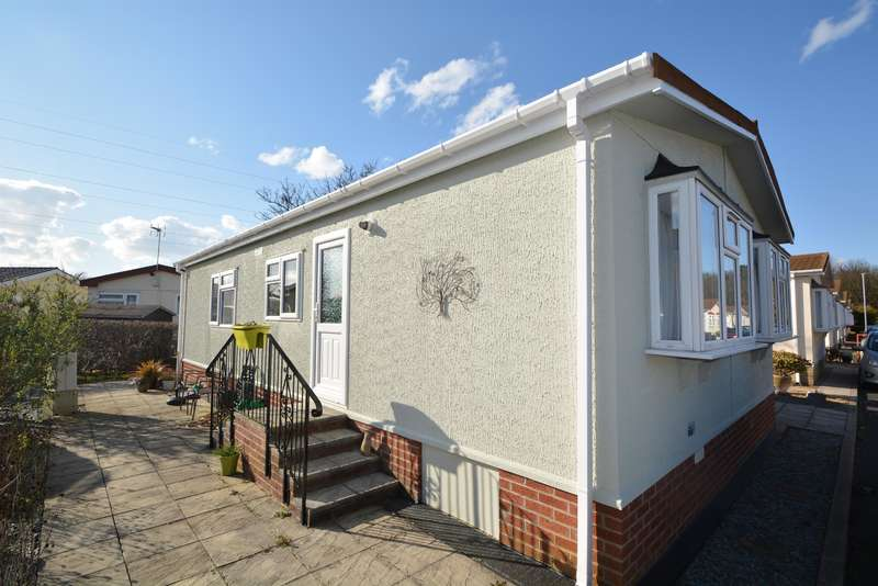 2 Bedrooms Park Home Mobile Home for sale in Lotus Drive, Carr Bridge Residential Park, Lancashire, FY4 5RN