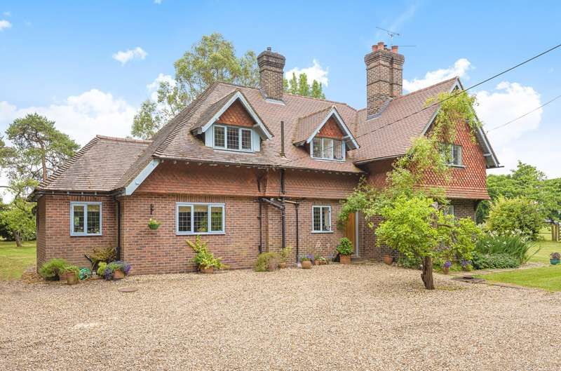 4 Bedrooms Detached House for sale in Bashurst Hill, Itchingfield, Horsham, RH13