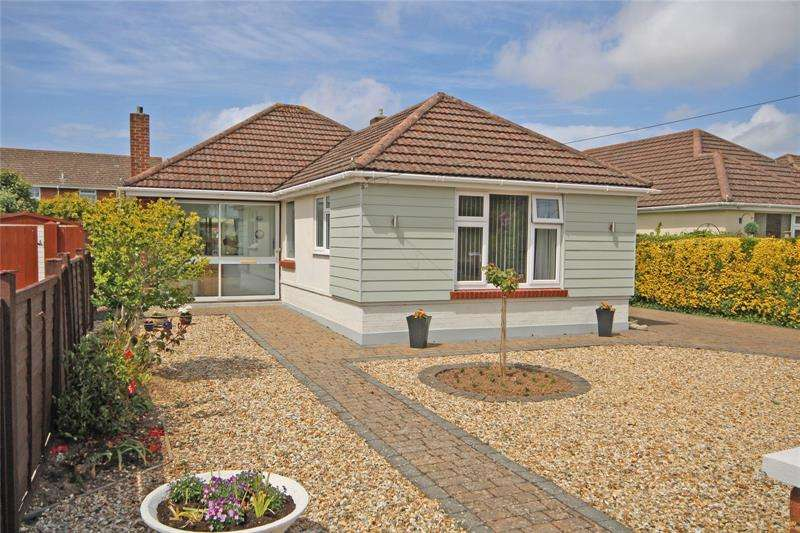 2 Bedrooms Bungalow for sale in Sea Road, Barton on Sea, New Milton, Hampshire, BH25
