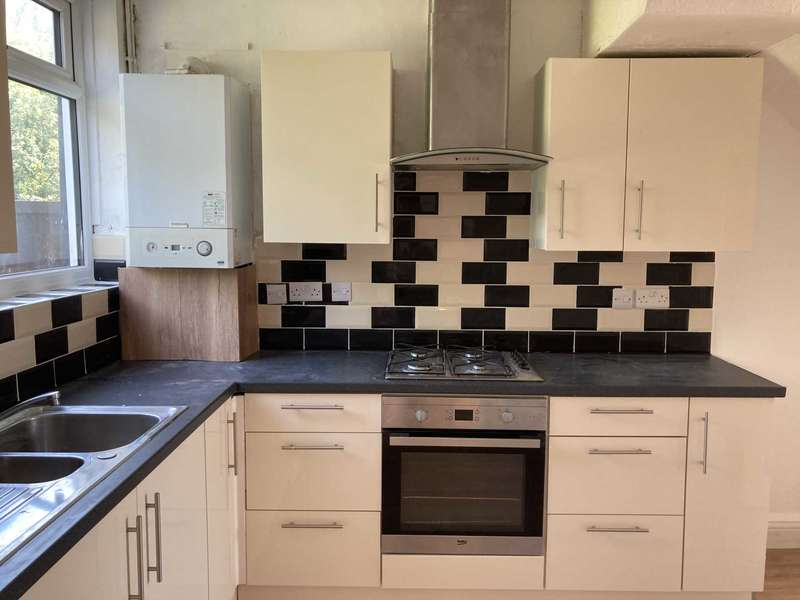 3 Bedrooms Terraced House for rent in Newham Way, East Ham