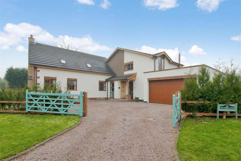 3 Bedrooms Detached House for sale in Long Lane, Westborough, Newark