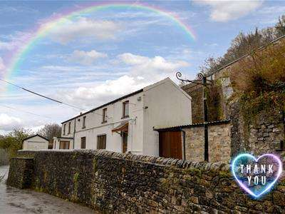 4 Bedrooms Detached House for sale in Cwmavon, Pontypool