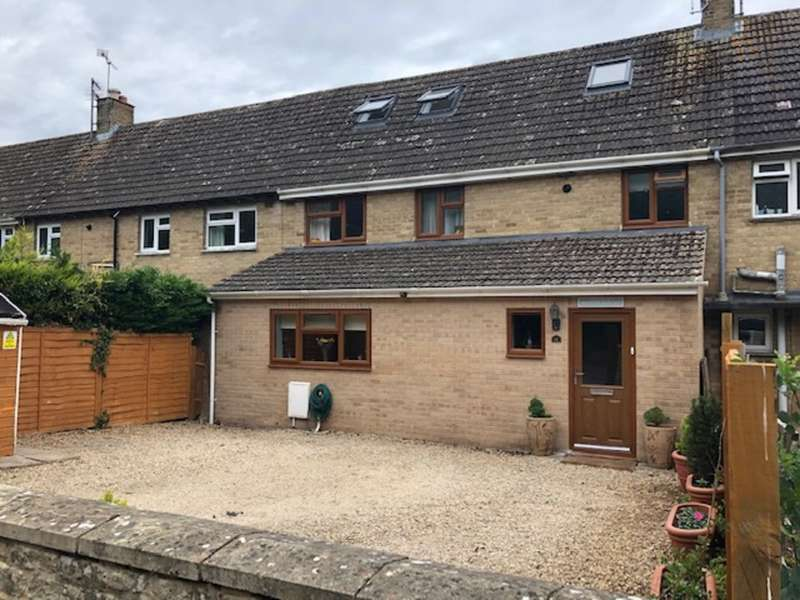 4 Bedrooms Terraced House for sale in Queens Field, Fairford