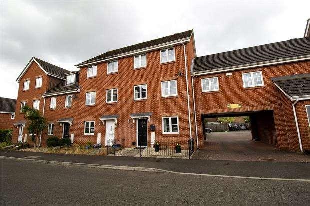 4 Bedrooms End Of Terrace House for sale in Vixen Drive, Aldershot, Hampshire