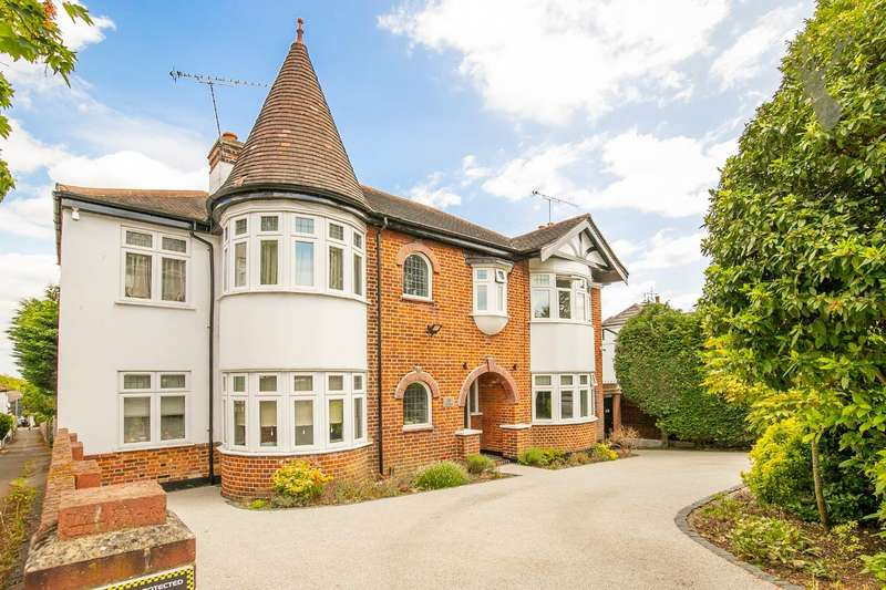 4 Bedrooms Property for sale in The Drive, Buckhurst Hill
