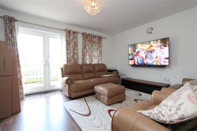 3 Bedrooms Terraced House for rent in Tay Road