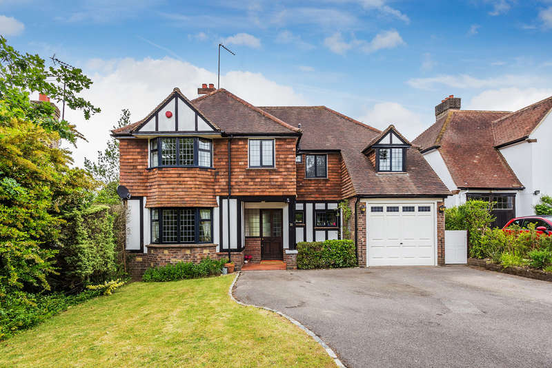 4 Bedrooms Detached House for sale in Chichele Road, Oxted