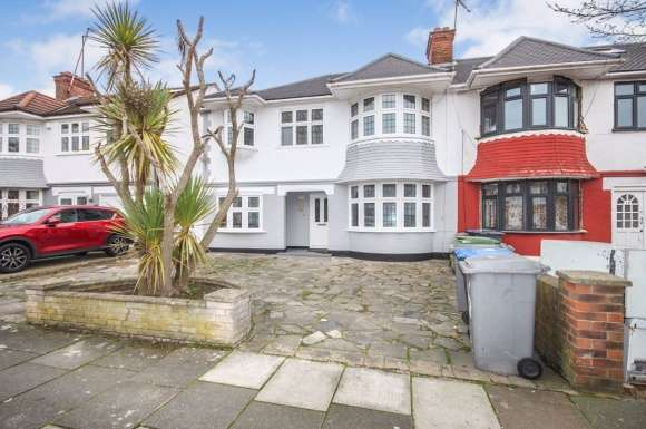 4 Bedrooms Property for rent in 4 Bedroom House on Dawson Road, Cricklwood, NW2