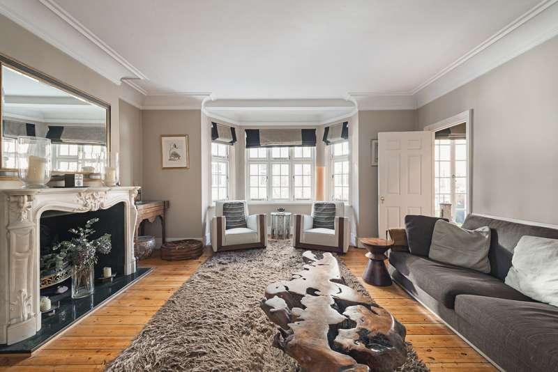 3 Bedrooms Maisonette Flat for sale in Wheatley Street, W1G