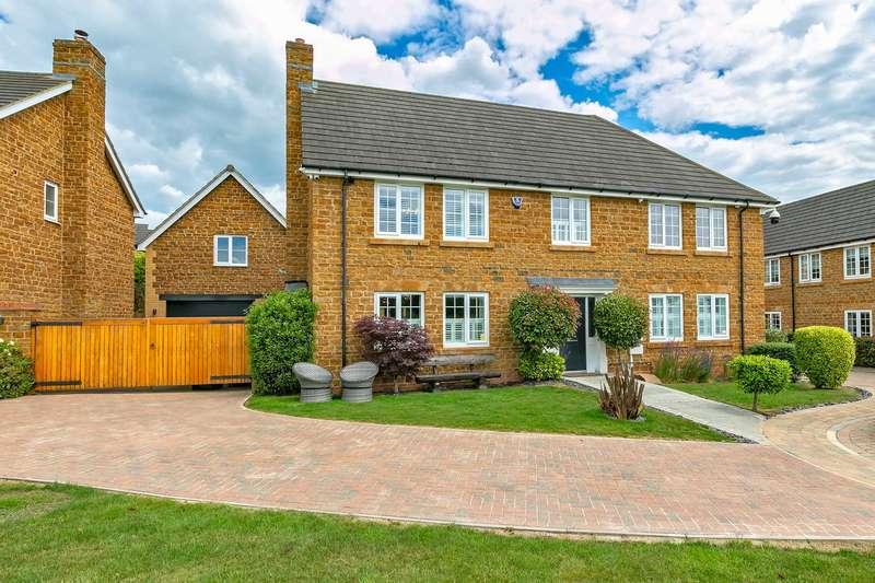 5 Bedrooms Detached House for sale in Gomez Close, Oxley Park