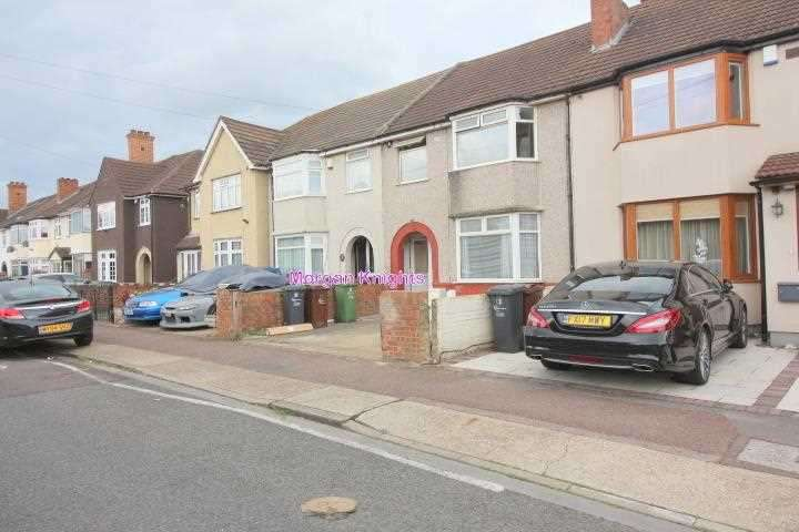 1 Bedroom Apartment Flat for sale in Crosby Road, Dagenham, RM10