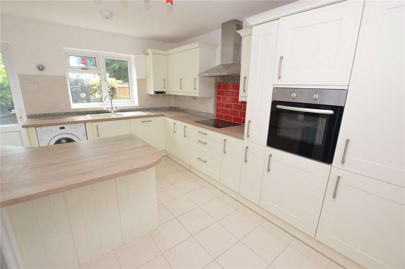 3 Bedrooms Terraced House for sale in Fleetway, Basildon, Essex, SS16