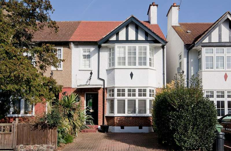 4 Bedrooms Property for sale in Woodcote Road, Wanstead E11