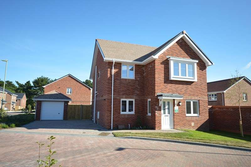 4 Bedrooms Detached House for sale in Lymington, Hampshire, SO41