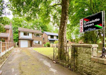 3 Bedrooms Detached House for sale in Fold Road, Stoneclough, Radciffe, Manchester, M26