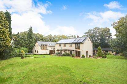 5 Bedrooms Detached House for sale in Red Lane, Disley, Stockport, Cheshire