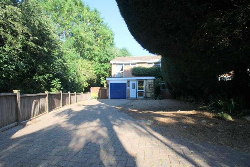 4 Bedrooms Detached House for sale in Meadow Close Halstead