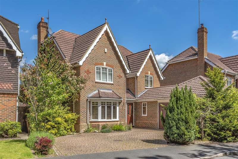 5 Bedrooms Detached House for sale in Queens Ride, Crowthorne