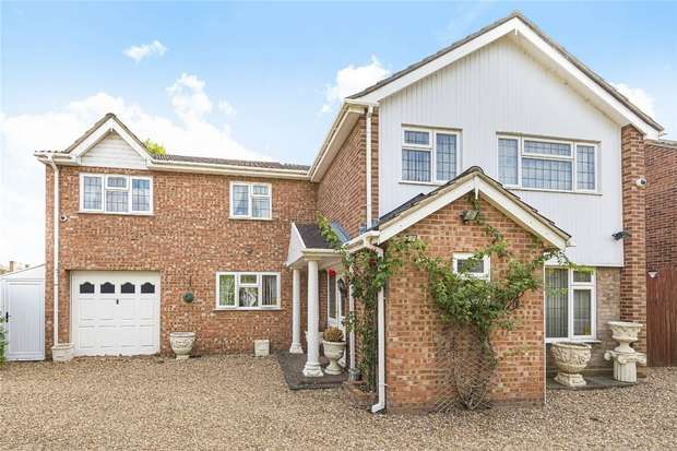 5 Bedrooms Detached House for sale in Chiltern Avenue, Bedford