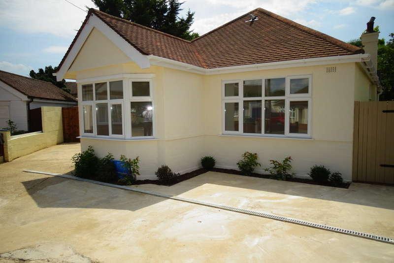 4 Bedrooms Detached Bungalow for sale in Burleigh Gardens, Ashford, TW15