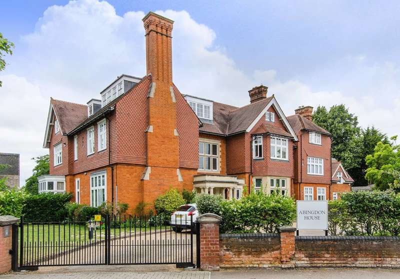 2 Bedrooms Flat for sale in Rodway Road, Bromley, BR1