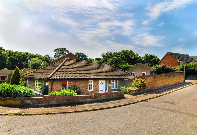 3 Bedrooms Detached Bungalow for sale in Firstore Drive, Lexden Oaks, Colchester, CO3