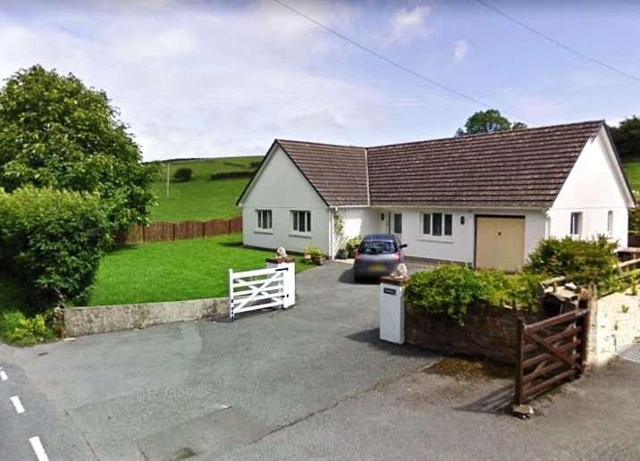 4 Bedrooms Detached Bungalow for sale in Narnia, Broadway, Laugharne, Carmarthen