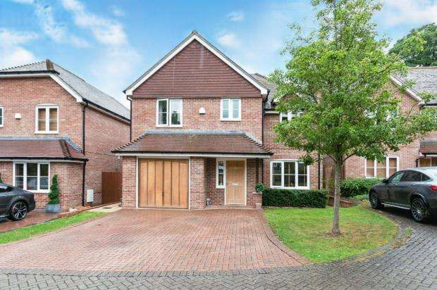 4 Bedrooms Detached House for sale in Cliddesden Road, Basingstoke, Hampshire
