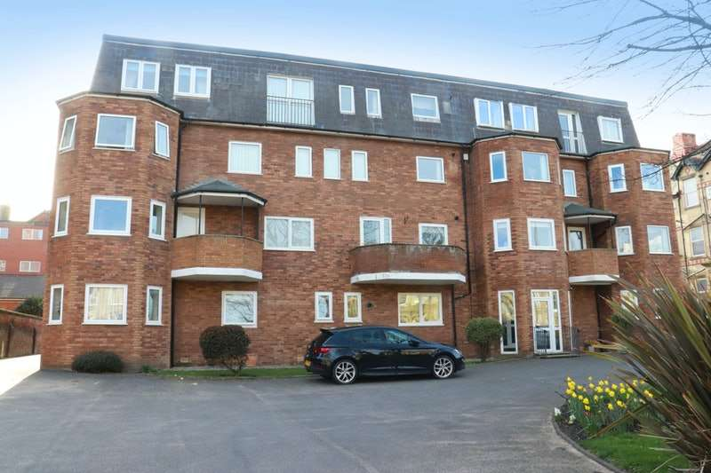 2 Bedrooms Flat for sale in Clifton Drive North, Lytham St. Annes, Lancashire, FY8