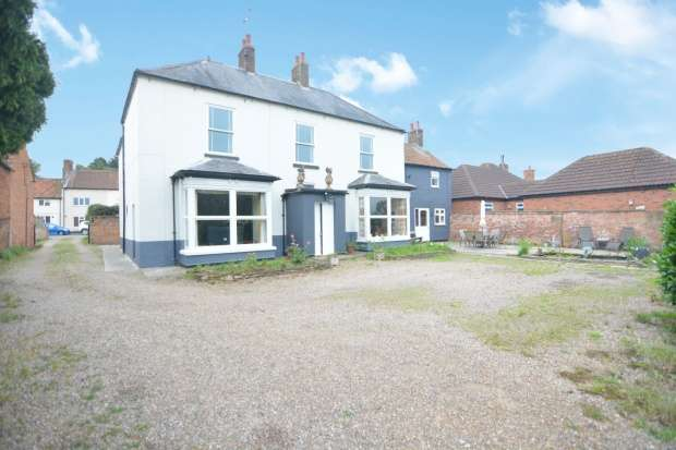 Detached House for sale in Station Road, Ollerton, Nottinghamshire, NG22 9BN