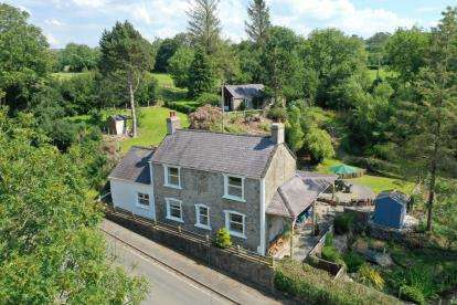 5 Bedrooms Detached House for sale in Penmynydd Road, Llangefni, Anglesey, North Wales, LL77