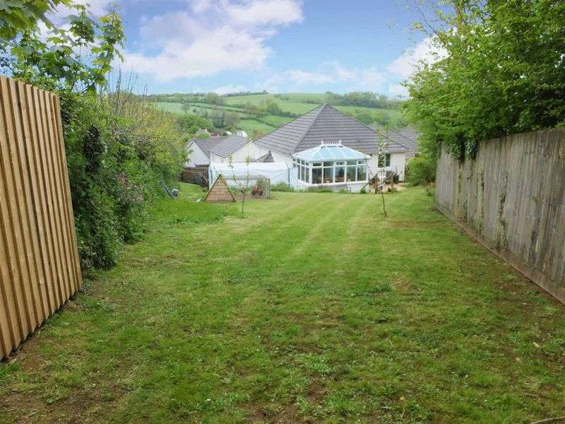 4 Bedrooms Property for sale in DELIGHTFUL DETACHED FAMILY HOME- LIFTON