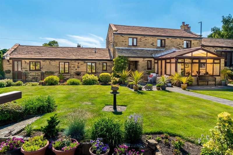 3 Bedrooms Semi Detached House for sale in Woodhall Hills, Calverley, LS28