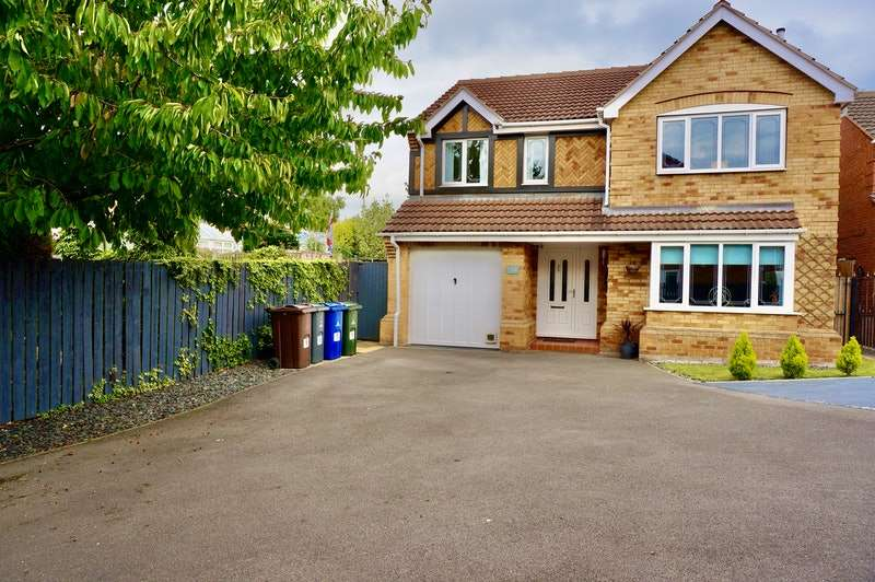 4 Bedrooms Detached House for sale in Rowan Close, Rotherham, South Yorkshire, S63