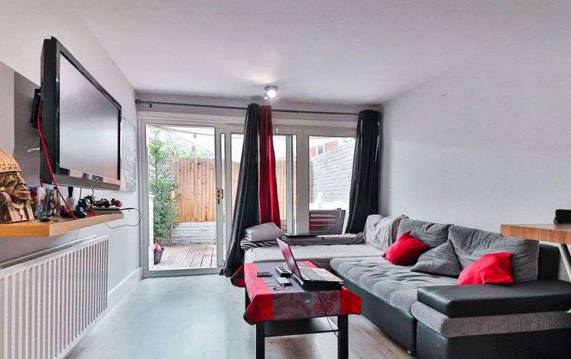 2 Bedrooms Property for sale in AT AUCTION, Polesden Gardens, London