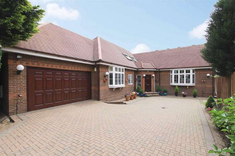 5 Bedrooms Detached House for sale in Old Hatch Manor, Ruislip, HA4