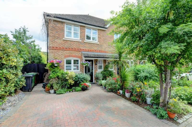2 Bedrooms End Of Terrace House for sale in Siareys Close, Chinnor