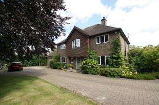 5 Bedrooms Detached House for sale in South View Close, Burgh Hill, Etchingham, .