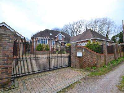 6 Bedrooms Chalet House for sale in Downs Avenue, Eastbourne, BN20
