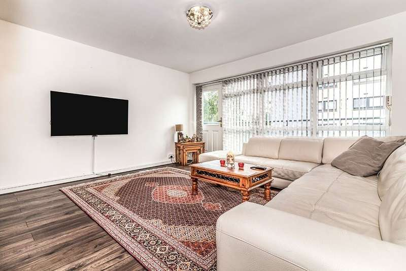 3 Bedrooms Flat for rent in Bury New Road, Salford, M7