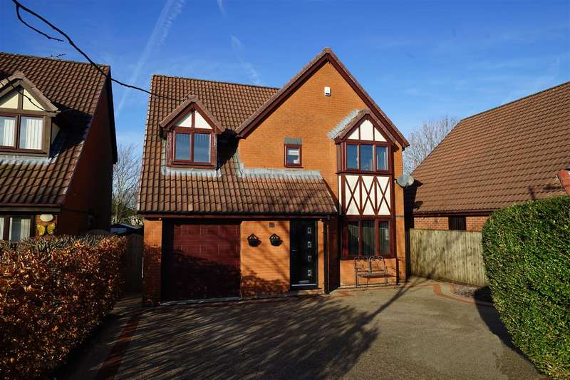 4 Bedrooms Detached House for sale in Greenstone Avenue, Horwich, Bolton