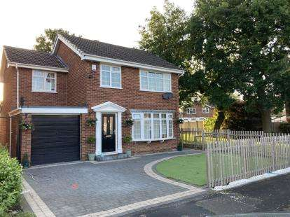 4 Bedrooms Detached House for sale in Cumberland Grove, Great Sutton, Ellesmere Port, Cheshire, CH66