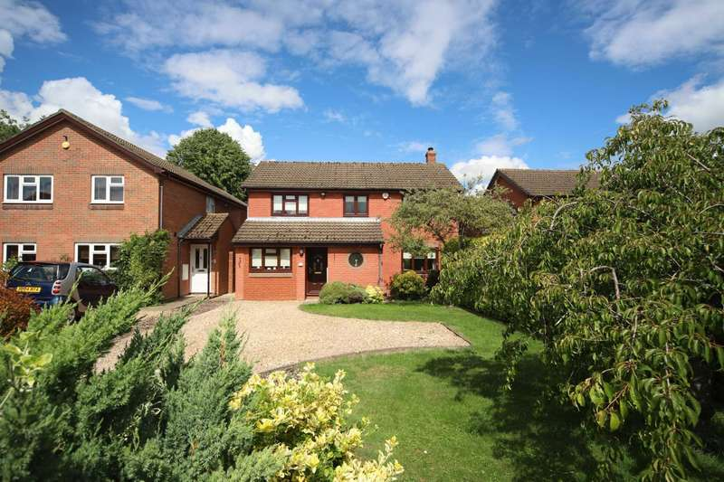 4 Bedrooms Detached House for sale in Thorntree Drive, Tring