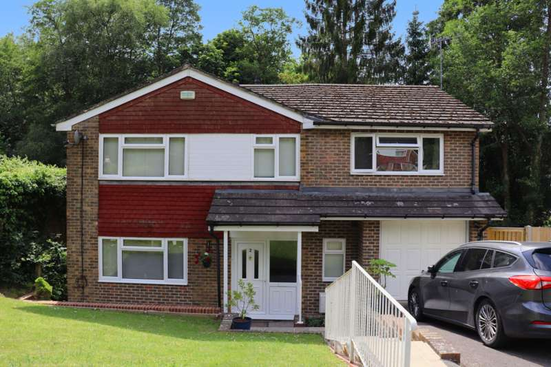 4 Bedrooms Detached House for sale in Freshfield Bank, Forest Row, RH18