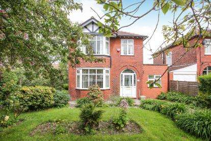 3 Bedrooms Detached House for sale in Offerton Lane, Offerton, Stockport, Cheshire