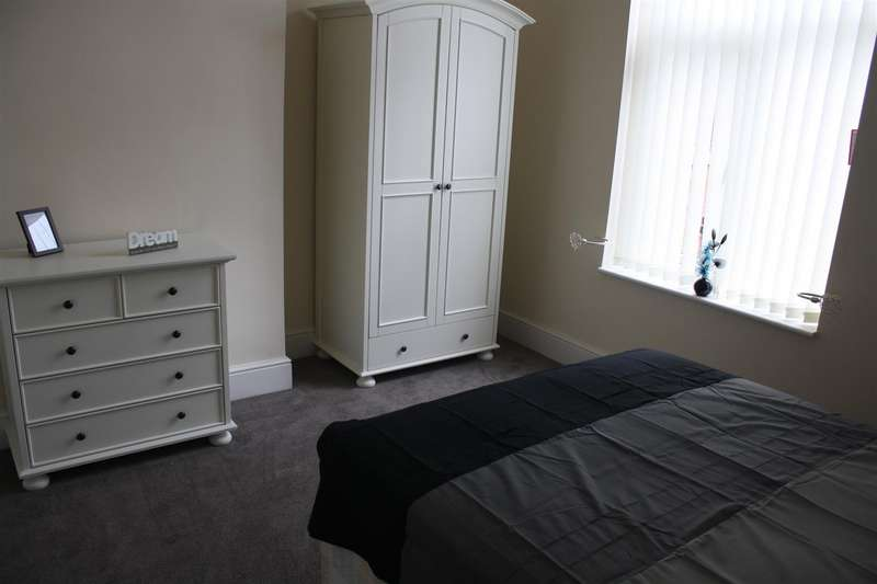 6 Bedrooms Property for rent in Duke Street, Shaw, Oldham