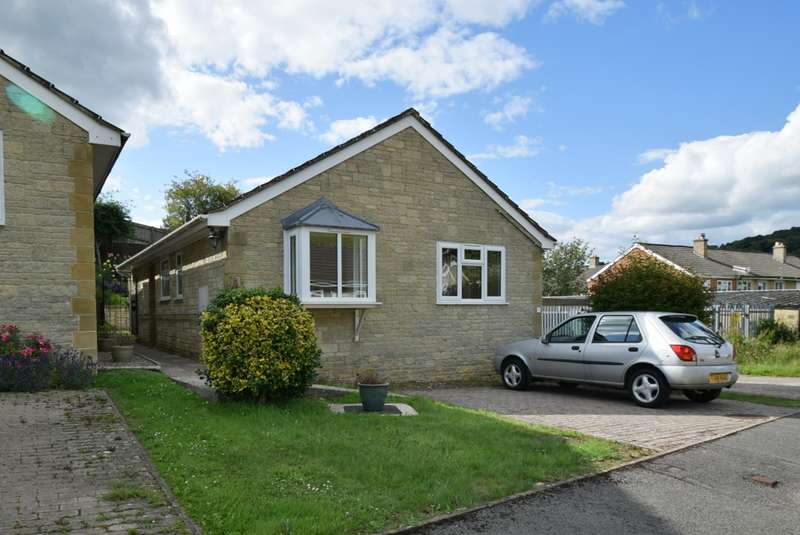 2 Bedrooms Detached Bungalow for sale in The Ridings, Nailsworth, Stroud, GL6